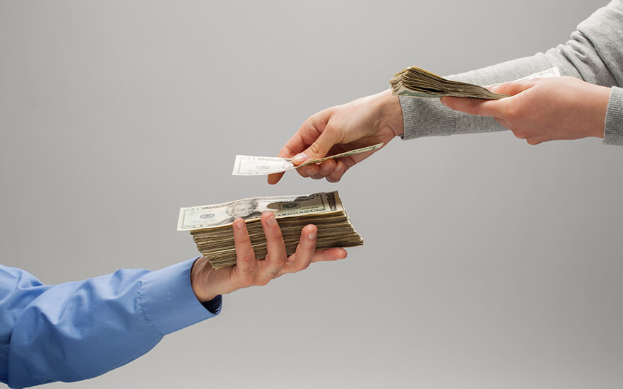 przekazywanie gotówki